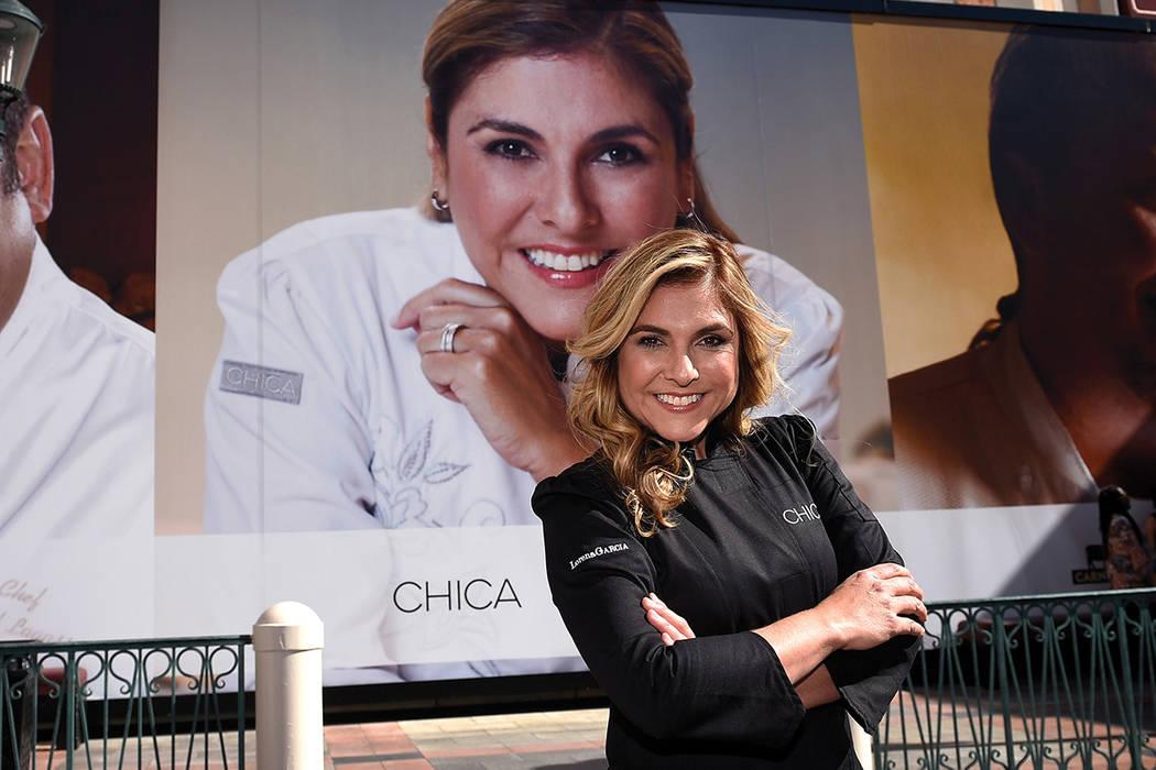 La chef Lorena García posa después de su debut en la pared de los chefs en The Venetian Las Vegas, el miércoles 15 de febrero de 2017. | David Becker/Las Vegas News Bureau