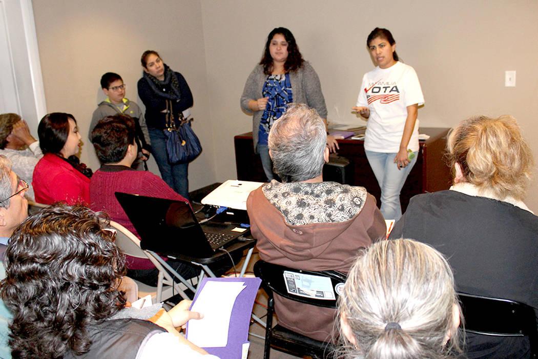 La nueva directora de Mi Familia Vota Nevada, Alicia Contreras (izq.), dijo que su principal enfoque este año es informar a la comunidad sobre el proceso de ciudadanía y empadronar nuevos votant ...