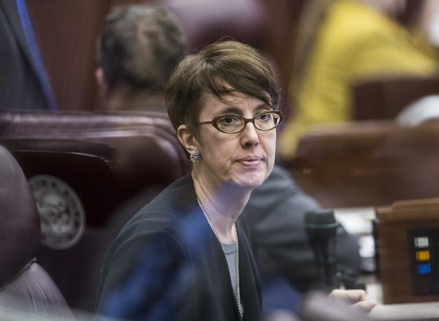 La asambleísta estatal Heidi Swank (D-Las Vegas) propone que el sistema educativo tenga la opción de educación bilingüe. La Propuesta de Ley 139 se discutió en 8 de marzo del 2017 en la asamb ...