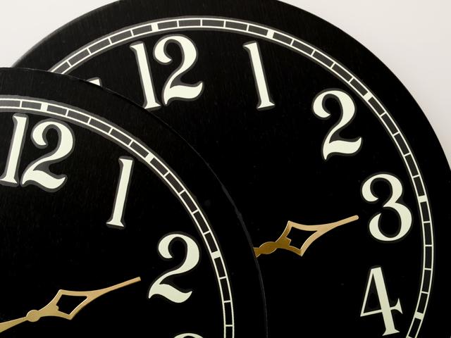 Es hora de cambiar el reloj, adelantarlo una hora antes de ir a dormir este sábado 11 de marzo del 2017. El cambio de horario en verano permite ahorrar energía y aprovechar más tiempo de la luz ...