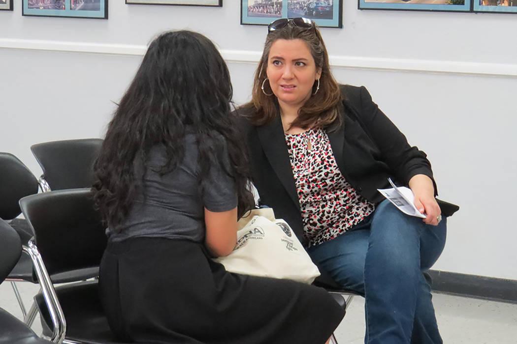 Abogadas de inmigración brindaron atención personalizada a los asistentes de una nueva edición del taller informativo 'Conozca sus Derechos', sábado 11 de marzo en el Sindicato Culinario.  ...