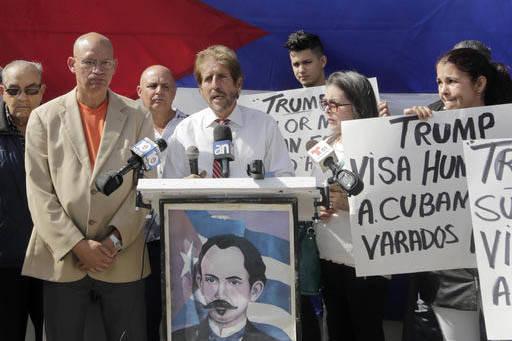 Miguel Saavedra, representante del grupo Mambisa, de los cubanos en el exilio en Miami, el 30 de enero del 2017 hace un llamado al presidente Trump para que otorgue visas humanitarias a cubanos va ...