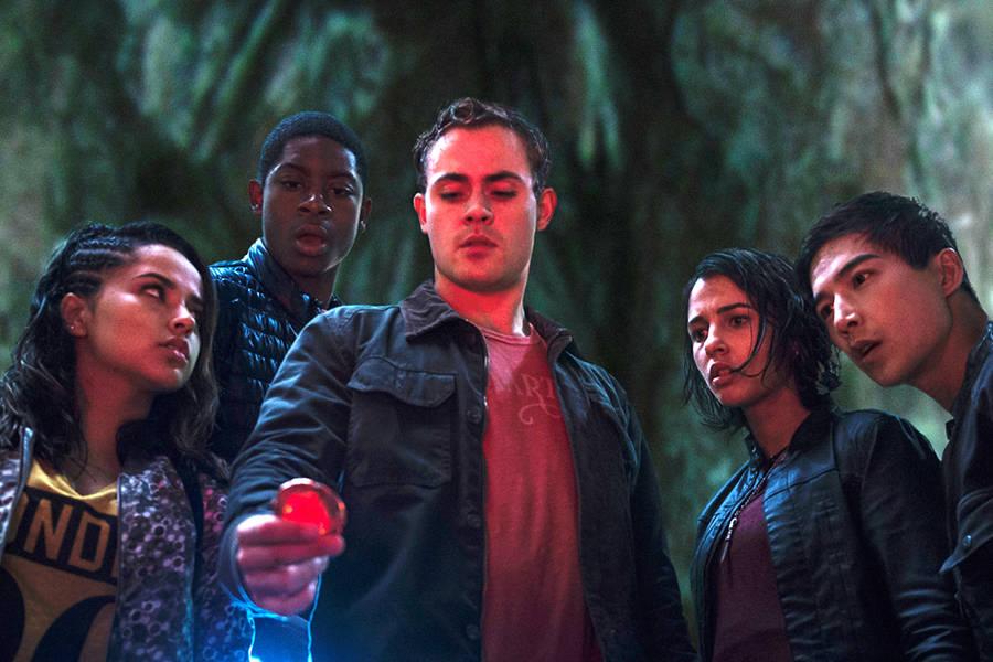 Juntos tendrán que luchar contra la malvada villana alienígena Rita Repulsa (Elizabeth Banks), para evitar que la Tierra caiga en sus garras.