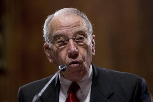 El Senador Charles Grassley, R-Iowa, es uno de varios que incluye a demócratas preocupados por la renegociación del Tratado de Libre Comercio de Norteamérica, de que México se vea muy presiona ...