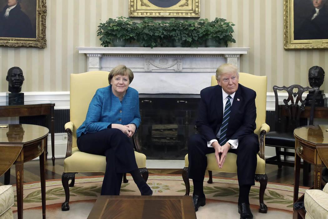 El presidente Donald Trump recibió en la Casa Blanca a la Canciller Alemana Angela Merkel, el viernes 17 de marzo del 2017. (AP Photo/Evan Vucci).