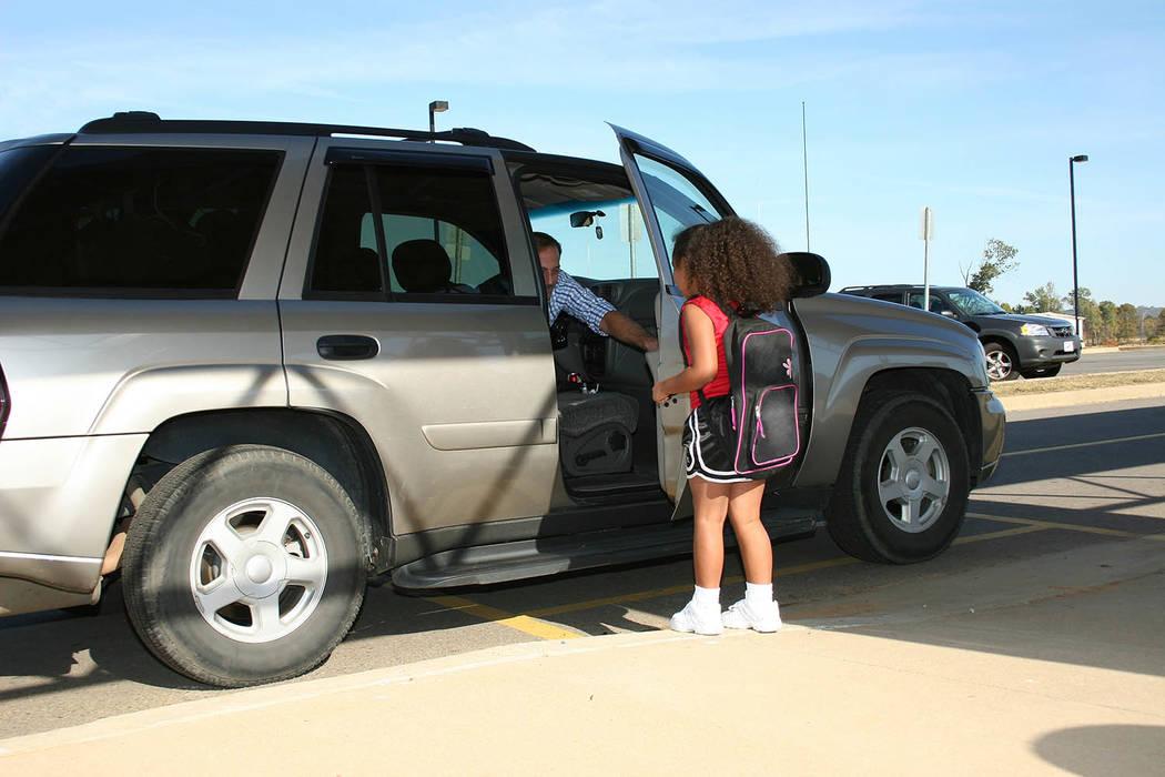 Los niños deben saber cuidarse en el camino hacia y desde la escuela. (Agencias).