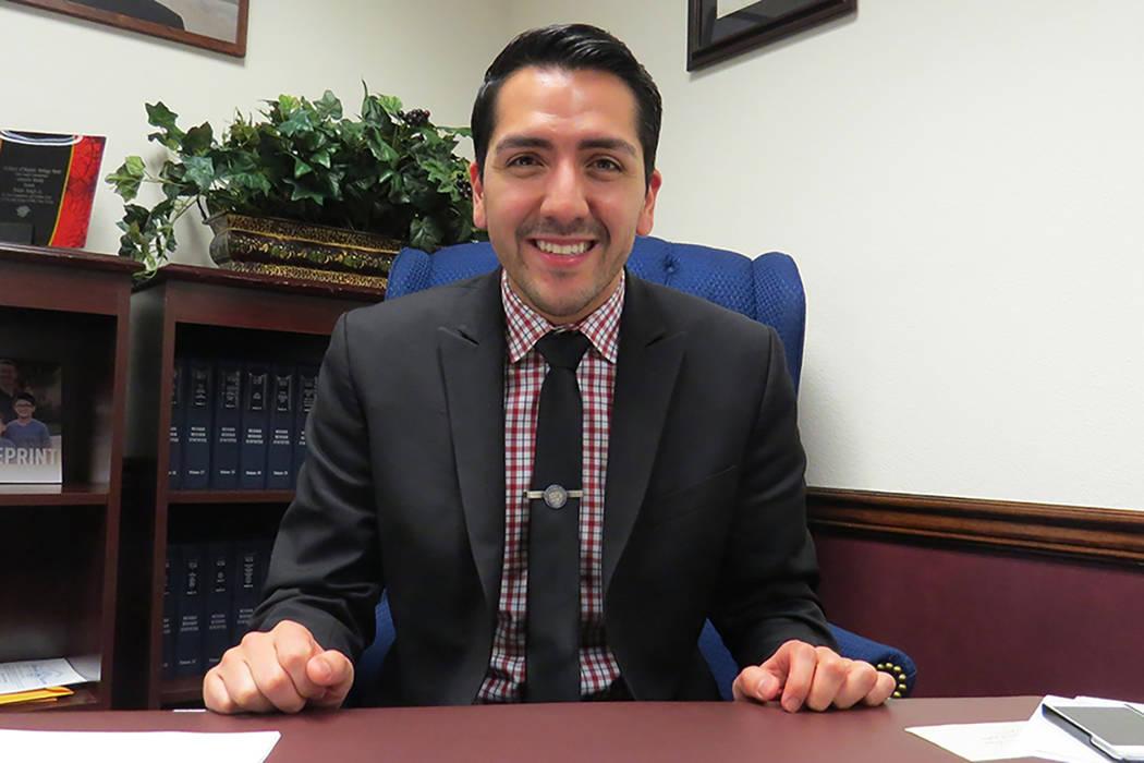 """""""Mi medida cambia esa parte en la constitución para que reconozcamos la igualdad en el matrimonio"""": Nelson Araujo, asambleísta Distrito 3. Sexta semana de la Legislatura de Nevada en Carson  ..."""