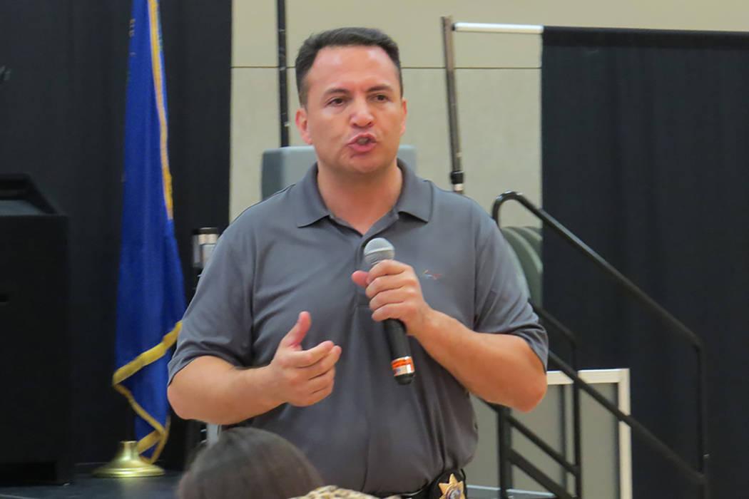 """""""No importa quién sea el presidente, tiene muy poco efecto en cuanto a cómo funciona un departamento de policía local como somos nosotros"""": Jacinto Rivera, oficial de LVMPD, lunes 13 de marzo ..."""