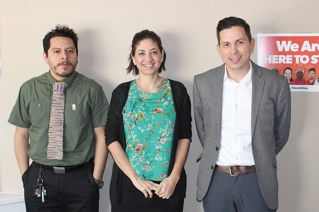 Antuan Valdez, asistente legal, Martha Menéndez, abogada de migración y Mishael Tarín, asistente legal, atenderán los casos para el proceso de ciudadanía estadounidense de manera gratuita. |  ...