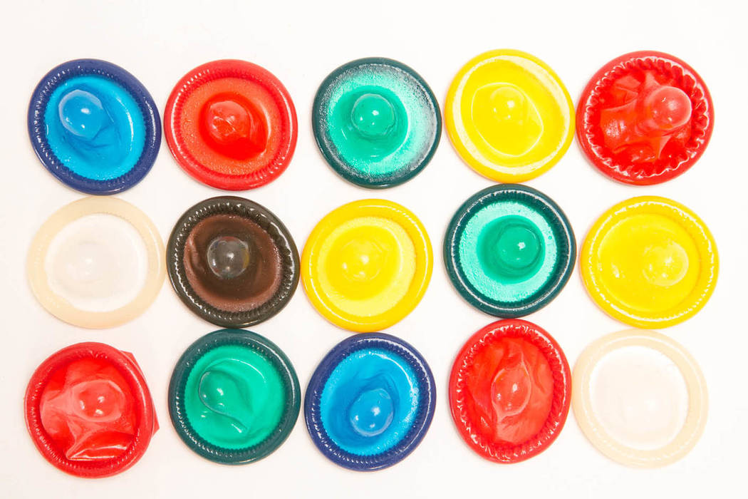 El uso del condón es una de las maneras de prevenir enfermedades de transmisión sexual. (Agencias).