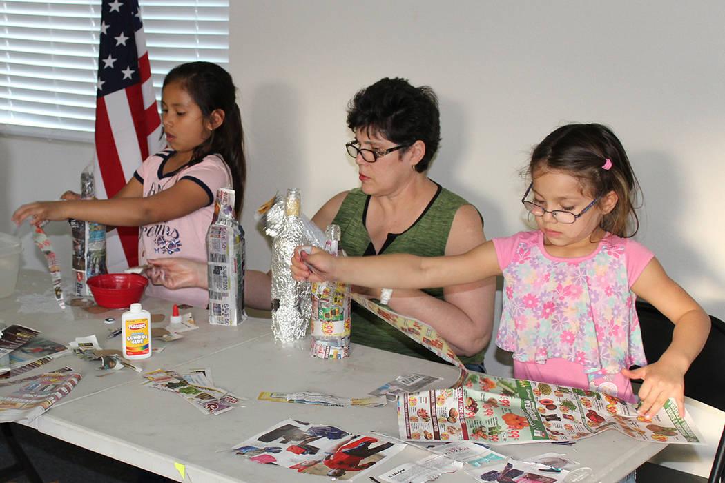 La clase de manualidades para niños es impartida en Casa Guerrero. Foto Cortesía