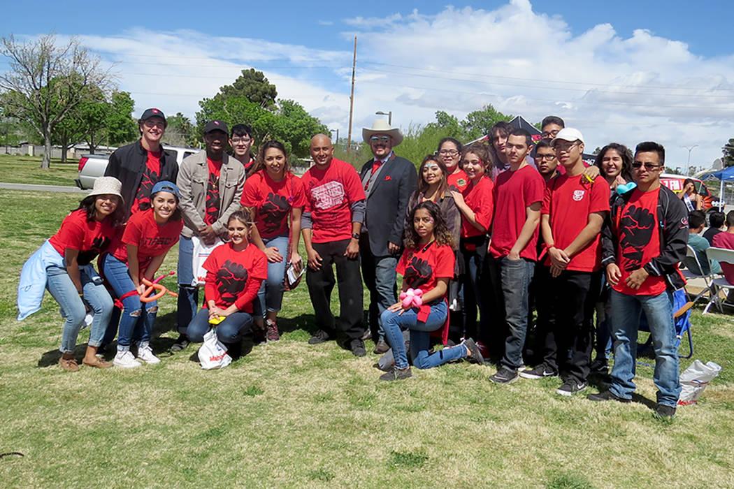 Los voluntarios que participaron en la realización de este festival posaron para la lente de El Tiempo, sábado 25 de marzo en el parque Gary Reese Freedom. | Foto El Tiempo/Anthony Avellaneda