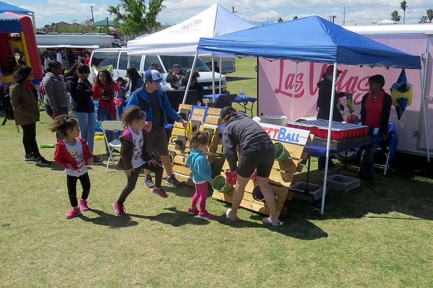 Más de 50 expositores estuvieron presentes en el evento brindando información a los asistentes y actividades interactivas para los niños, sábado 25 de marzo en el parque Gary Reese Freedom. |  ...