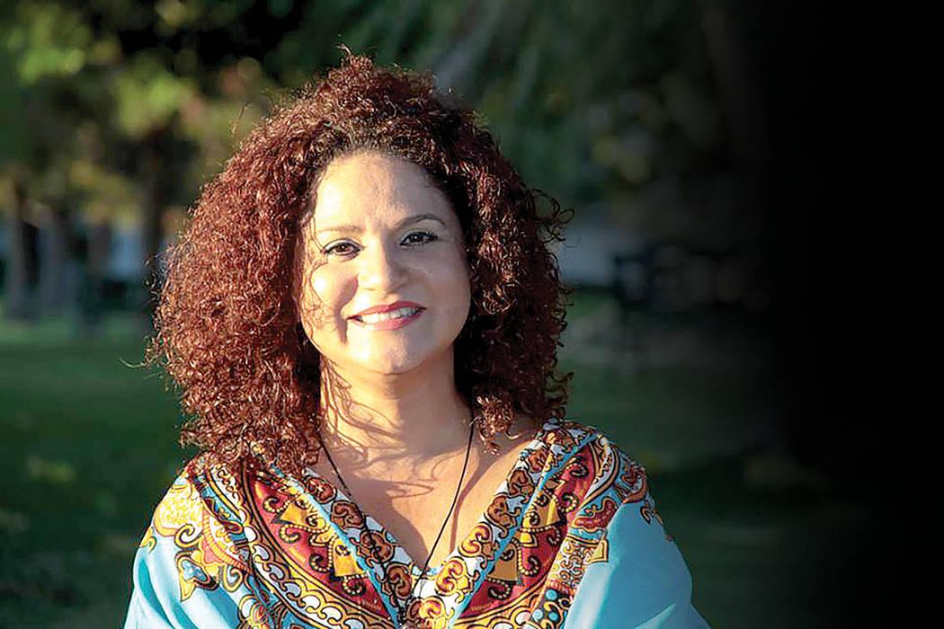 """La escritora dominicana, Hergit """"Coco"""" Llenas, presenta su libro """"Tigueraje con encajes"""". La obra literaria es una ventana por donde el lector, cual voyeur, goza del sabroso placer de acec ..."""
