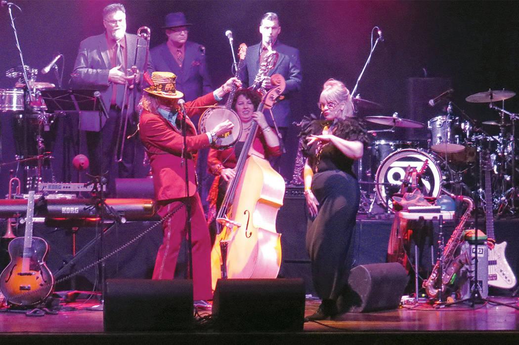 El grupo Squirrel Nut Zippers abrió el concierto de Ozomatli con un show divertido y original, el jueves 30 de marzo en el House of Blues. Foto El Tiempo