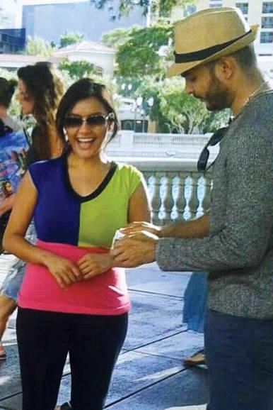 Romero reúne gente de todo el mundo a mirar sus trucos de magia. FOTOS: Cortesía Joel Romero