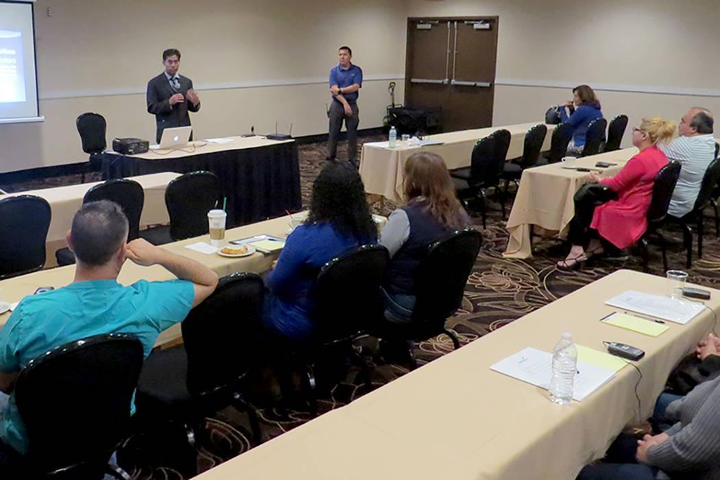 La conferencia Día Azul contó con la presencia de distintos especialistas como el doctor Roshan Raja, quien además de exponer la situación médica ante los presentes respondió las dudas de lo ...