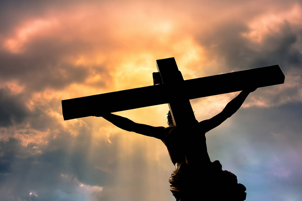 """""""El mundo siempre está cambiando de rumbo, nadie está seguro de su futuro, solamente el amor de Jesús no cambia y es eterno en la pasión de Cristo queda demostrado esto"""", Monseñor, Greg G ..."""