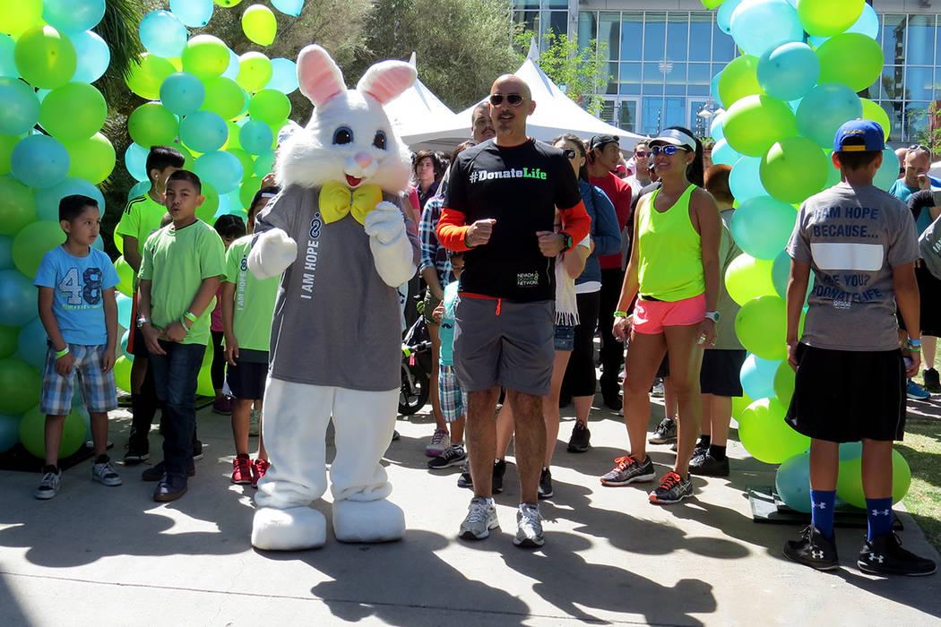 Motivados por el Conejo de Pascua, más de 400 personas participaron en la Caminata de la Esperanza. Sábado 15 de abril en UNLV. | Foto El Tiempo/Anthony Avellaneda.