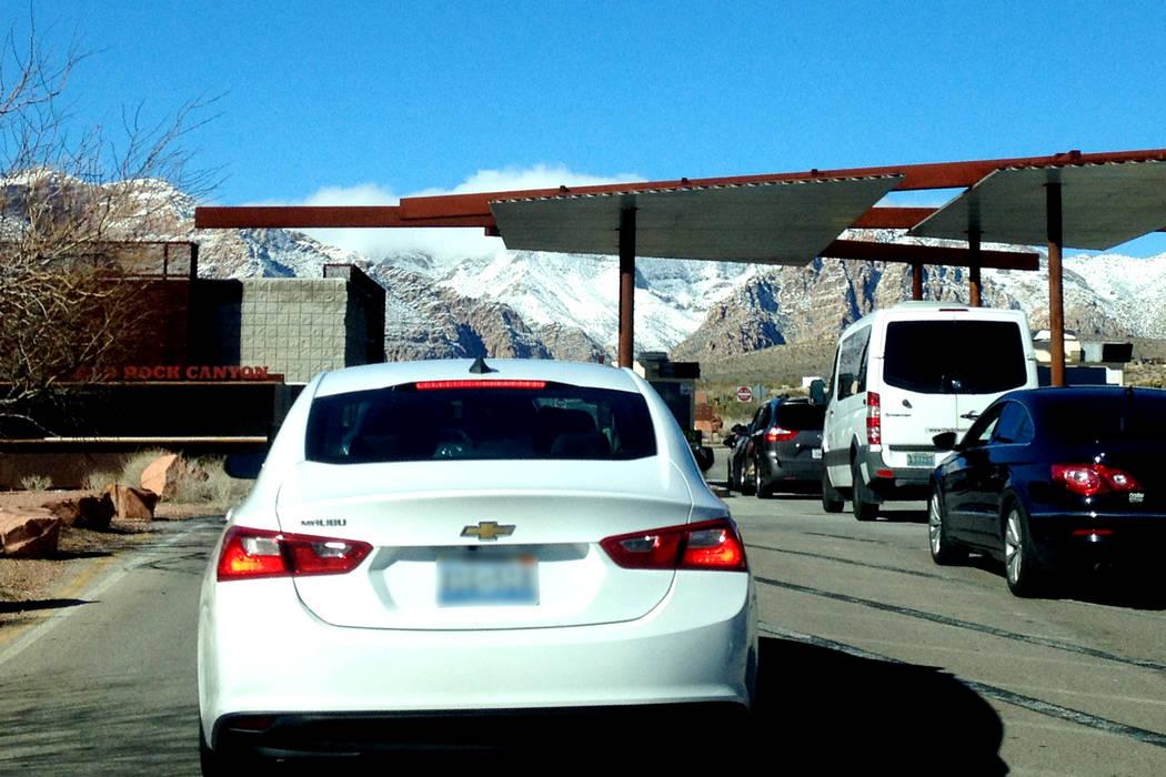 Mucho antes de la entrada a Red Rock a veces hay una larga fila de vehículos procedentes de la ciudad. | Foto El Tiempo/Valdemar González