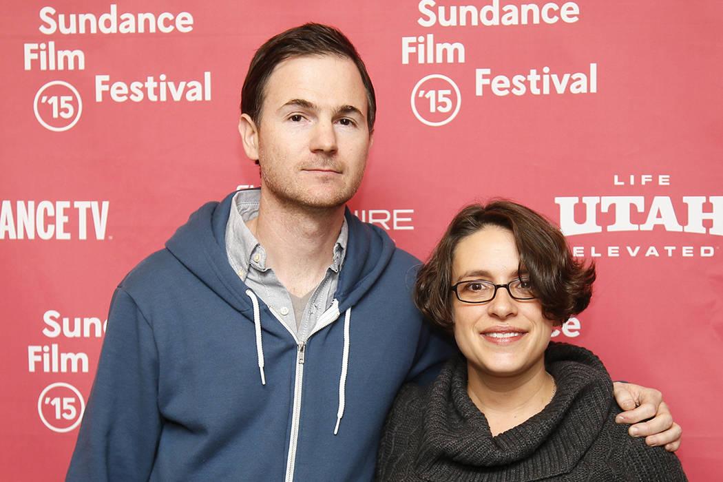 """Los escritores y directores Ryan Fleck, a la izquierda, y Anna Boden, a la derecha, posan en el estreno de """"Mississippi Grind"""" durante el Festival de Cine de Sundance 2015 el sábado, 24 de enero  ..."""