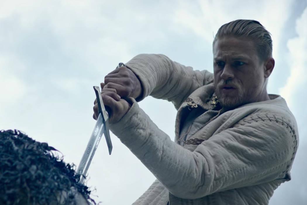 Por un lado, tendrá que aprender a dominar esta espada y los poderes que conlleva. Además, se encontrará con nuevos personajes como una joven misteriosa llamada Guinevere (Astrid Bergès-Frisbe ...