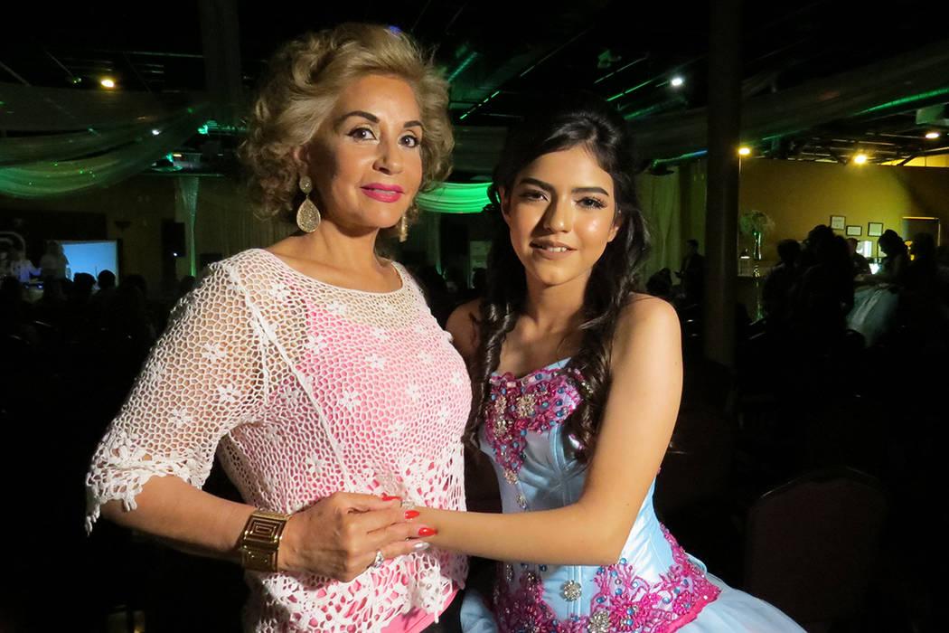 La señora Nohemí Quintero fue la madrina de este concierto de beneficencia encabezado por Sophia Camille. Viernes 21 de abril en el salón Elegante Banquet Hall. Foto El Tiempo