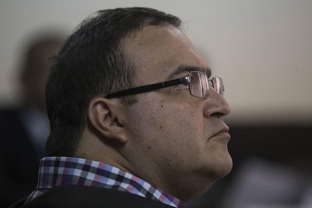 El ex gobernador del estado mexicano de Veracruz, Javier Duarte, espera una audiencia de extradición en Ciudad de Guatemala el miércoles 19 de abril de 2017. Duarte fue detenido el sábado en Gu ...