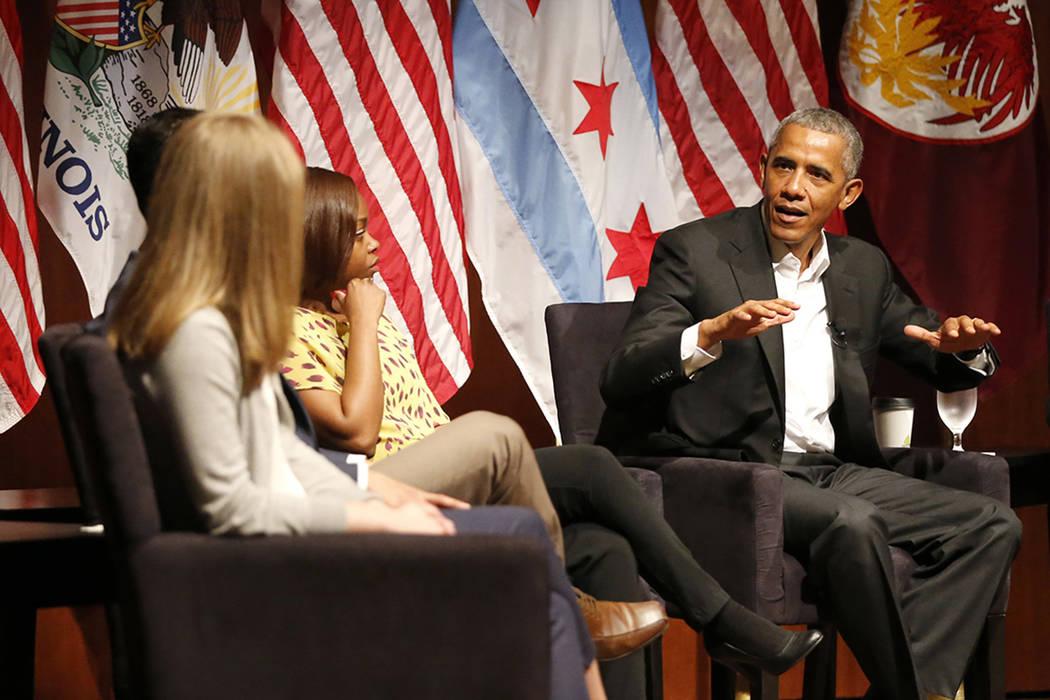 El ex presidente Barack Obama organiza una conversación sobre el compromiso cívico y la organización comunitaria, el lunes 24 de abril de 2017, en la Universidad de Chicago en Chicago. Es el pr ...