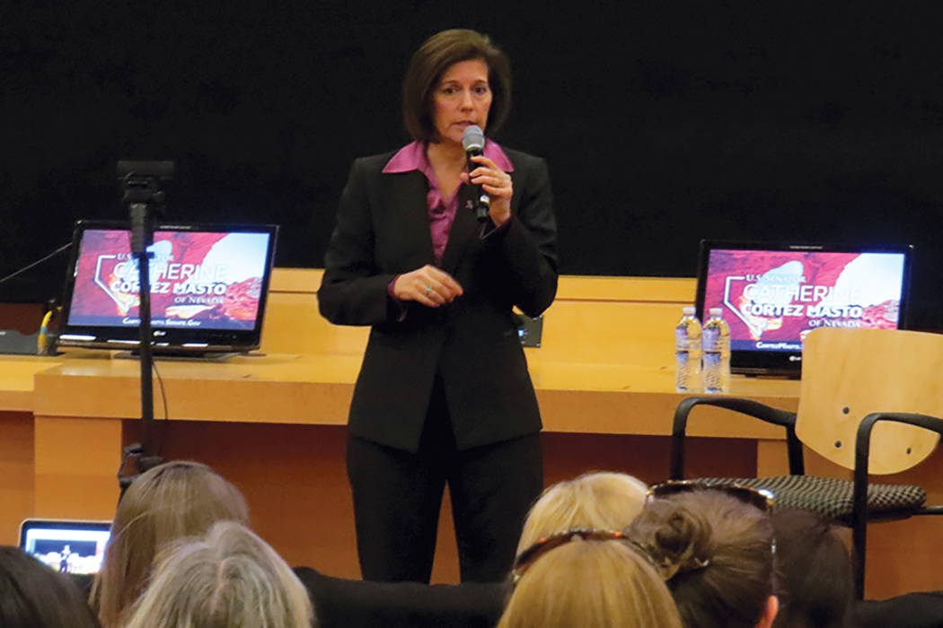 La senadora Catherine Cortez Masto dijo que trabajaría por proteger a las familias inmigrantes y a los jóvenes beneficiarios de DACA, martes 18 de abril en Las Vegas City Hall. | Foto El Tiempo/ ...
