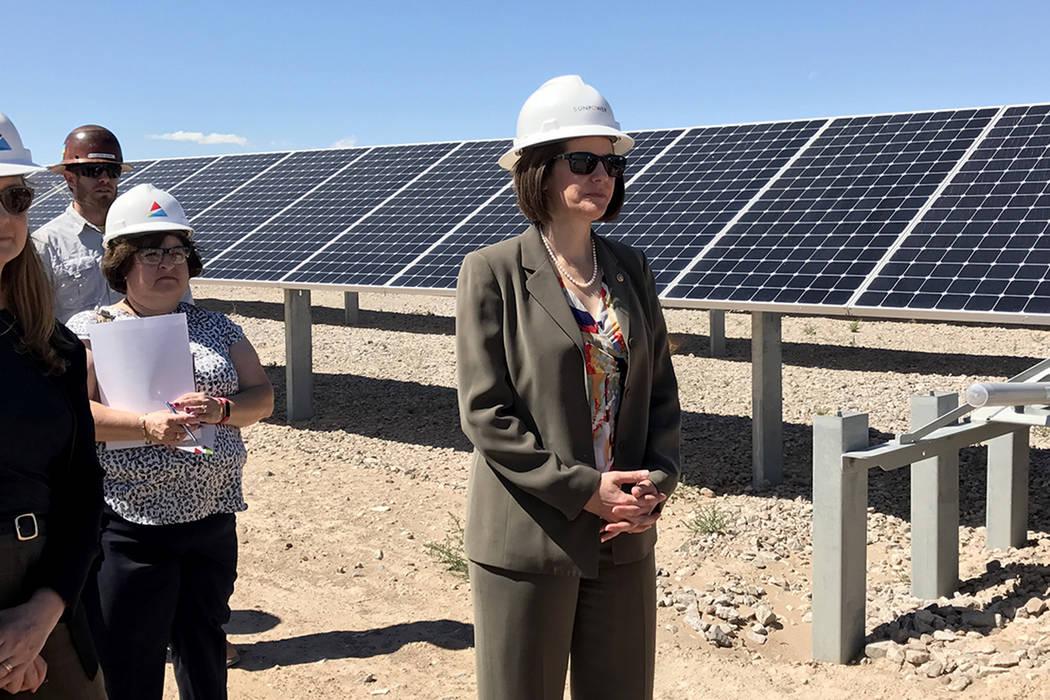 La planta de energía renovable Boulder Solar I, inaugurada por la senadora Cortez Masto, cuenta con cerca de 288,000 paneles solares, martes 18 de abril en Boulder City. | Foto Cortesía