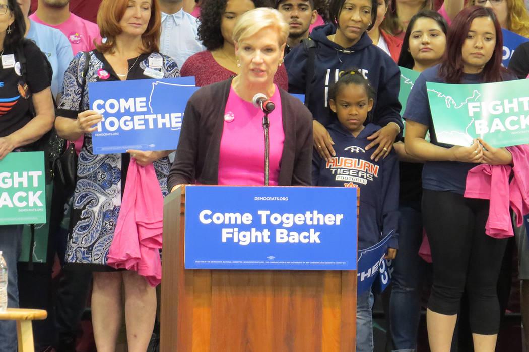 La presidenta de Planned Parenthood Action Fund, Cecile Richards, pidió a los presentes llamar al senador Heller para solicitarle apoyar a su organización, sábado 22 de abril en el pabellón Co ...