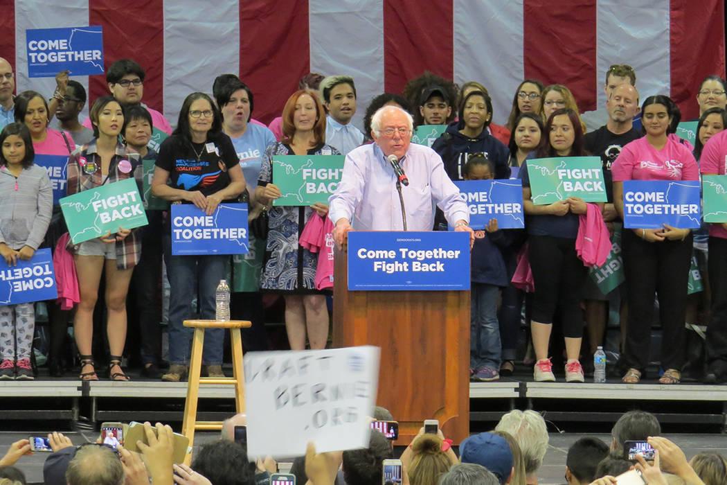 El senador Bernie Sanders aseguró que hará caso a las peticiones del público y tratará de impulsar el Medicare para todos los estadounidenses, sábado 22 de abril en el pabellón Cox. Foto El  ...