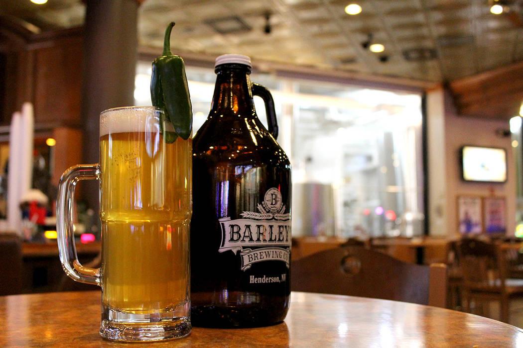 """Para la cerveza conmemorativa """"De Mayo"""", se ocuparon 20 libras de chiles para su elaboración. El público podrá disfrutar de esta bebida a partir del 5 de mayo dentro de las propiedades de S ..."""