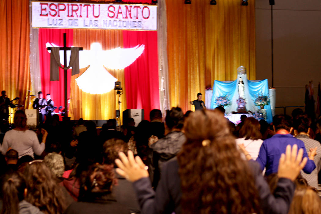 La oración en el XXIV Encuentro Carismártico de Renovación Católica en Las Vegas. | Foto El Tiempo/Valdemar González