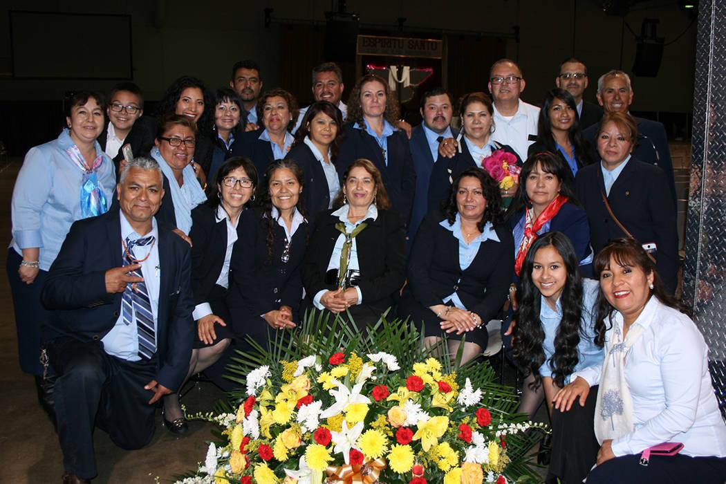Parte de los 200 voluntarios que ayudaron con el orden en el evento masivo llevado a cabo en el Cashman Center. | Foto El Tiempo/Valdemar González