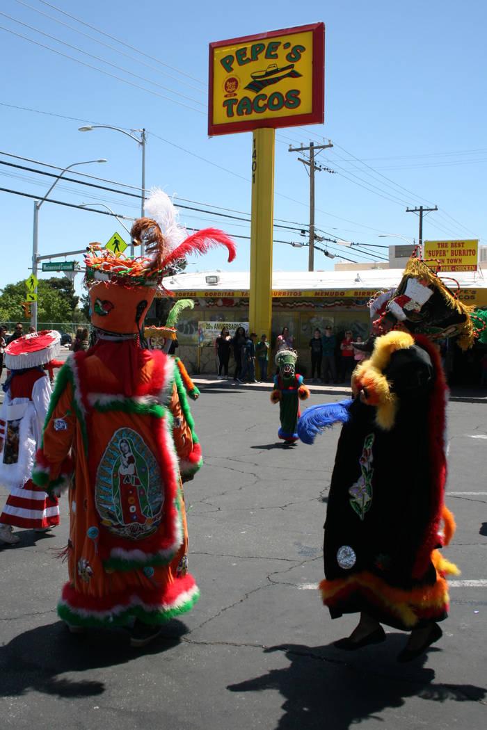 La Comparsa Morelense en la fiesta de Pepe's Tacos, en el 1401 N. Decatur, el 29 de abril del 2017.   Fotos El Tiempo/Valdemar González