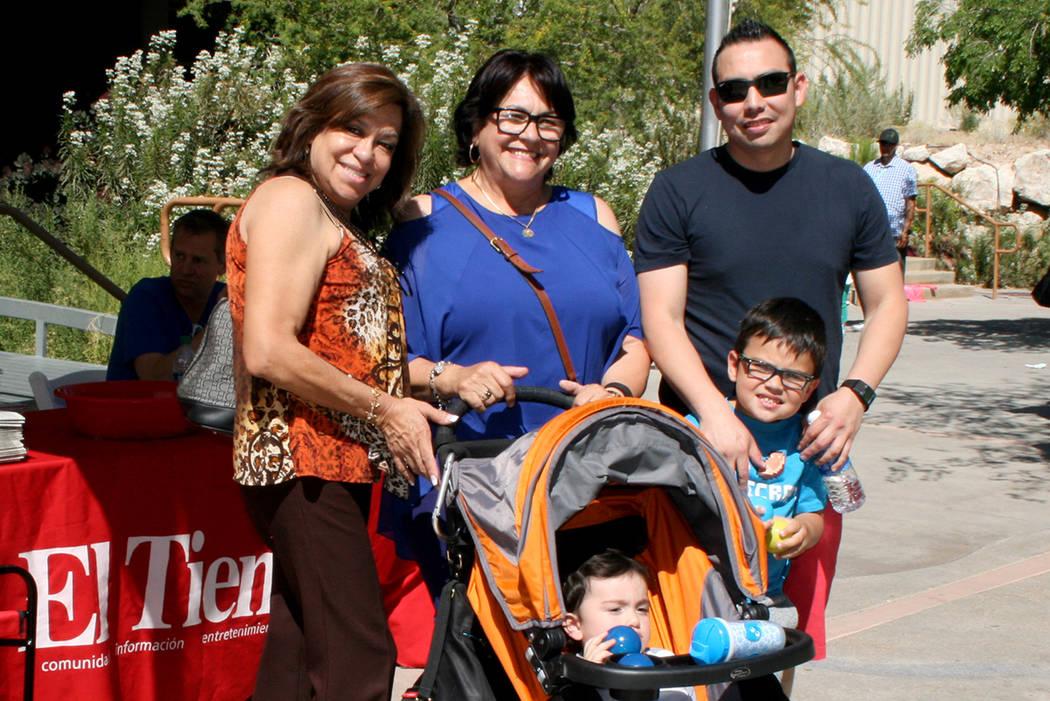 4.-La familia Pintado vistiaton el puesto de El Tiempo, el sábado 29 de abril en la celebración del Día del Niño en Springs Preserve. | Foto El Tiempo/Valdemar González
