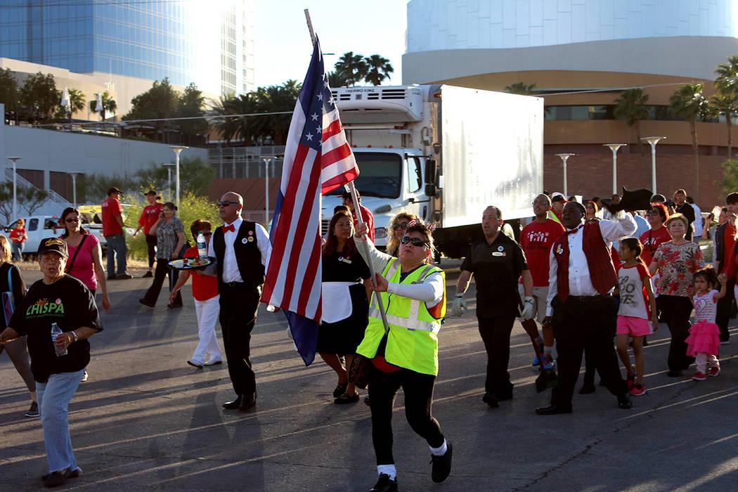 Alrededor de 8 mil personas formaron parte de la manifestación del Día del Trabajo organizada por la Unión Culinaria Local 226 para pedir por los derechos de los trabajadores y los inmigrantes, ...