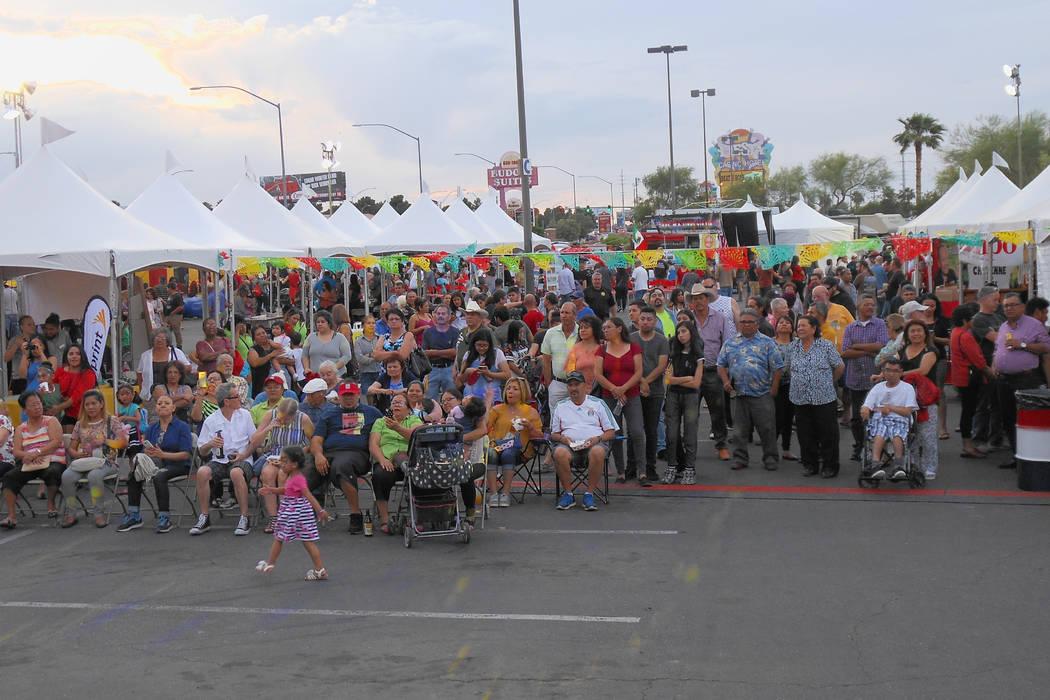 Mucha gente disfrutó de las presentaciones musicales durante el festival de Cinco de mayo de El Tiempo en el hotel casino de Texas Station en North Las Vegas el viernes 5 de mayo de 2017. Foto Va ...