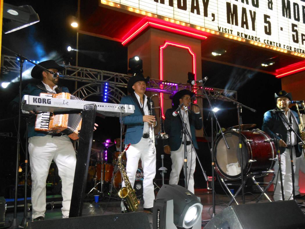 La agrupación La Proyección de Durango en plena actuación durante el festival de Cinco de mayo en el hotel casino de Texas Station en North Las Vegas el viernes 5 de mayo de 2017. Foto Valdemar ...