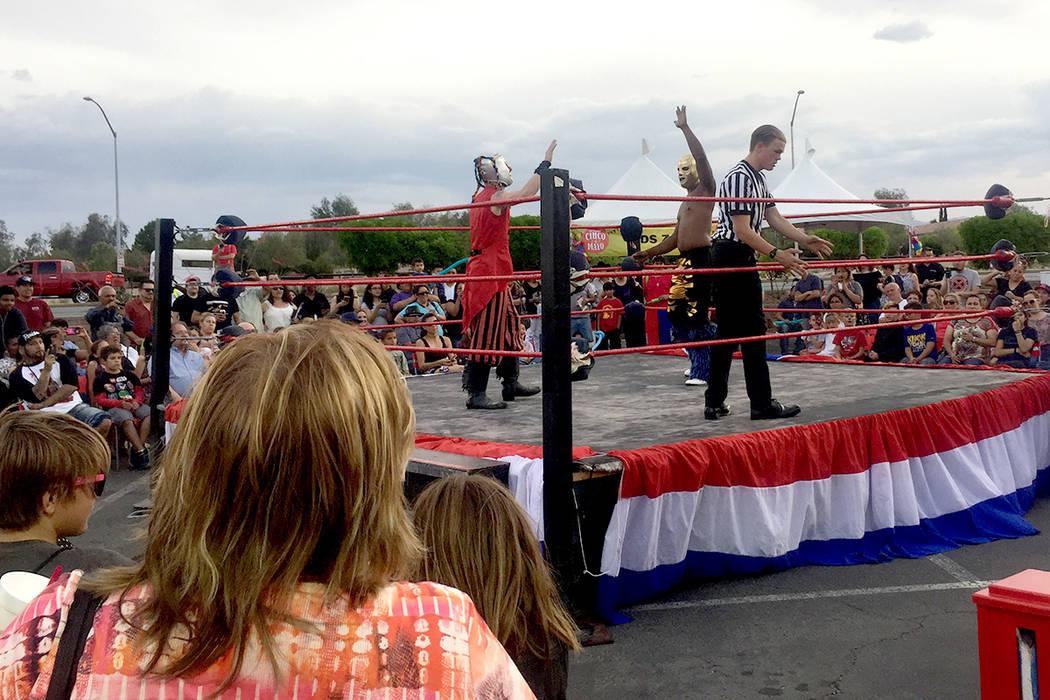 Una de las atraciones más gustadas fue la lucha libre durante el festival de Cinco de mayo de El Tiempo en el hotel casino de Texas Station en North Las Vegas el viernes 5 de mayo de 2017. Foto E ...