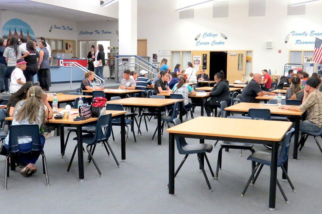 Cerca de 100 personas acudieron al taller de ciudadanía, sin embargo, de acuerdo con eventos anteriores, solo el 30 por ciento puede iniciar con el trámite en ese momento. Sábado 13 de mayo en  ...