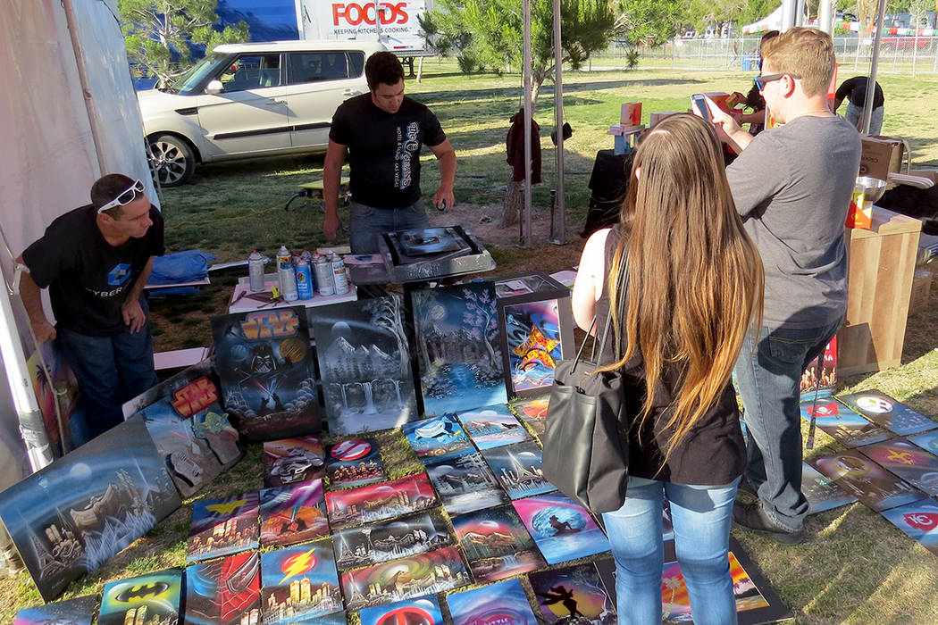 SG 1: Artistas plásticos pudieron exponer sus obras en el Festival San Gennaro. Miércoles 10 de mayo en el parque Craig Ranch. Foto El Tiempo.
