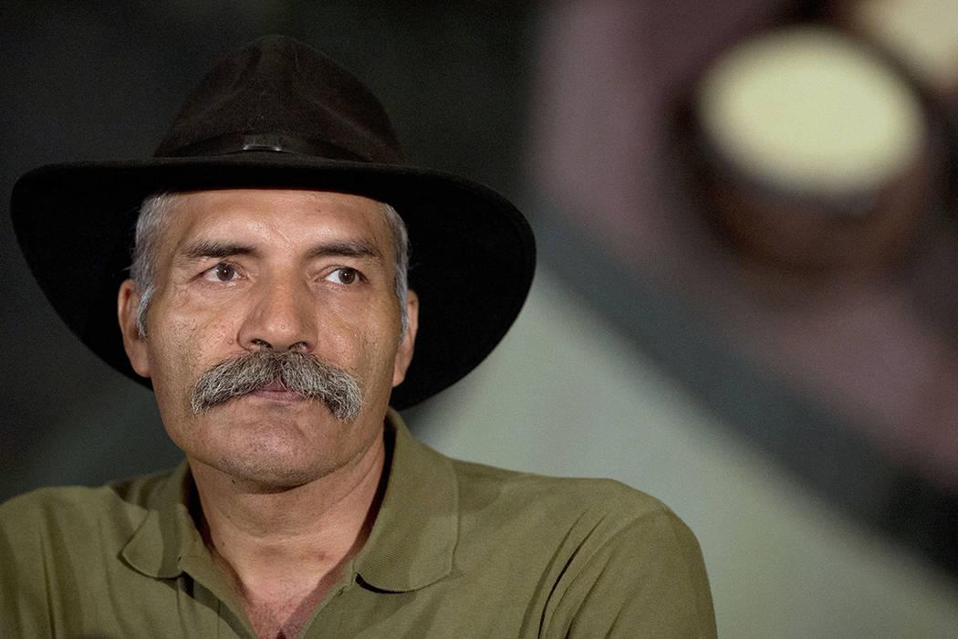 ARCHIVO- En esta foto tomada el 23 de mayo de 2014, José Manuel Mireles, líder de un grupo de autodefensa de Michoacán, participa en un encuentro nacional de grupos de autodefensa, en la Ciudad ...