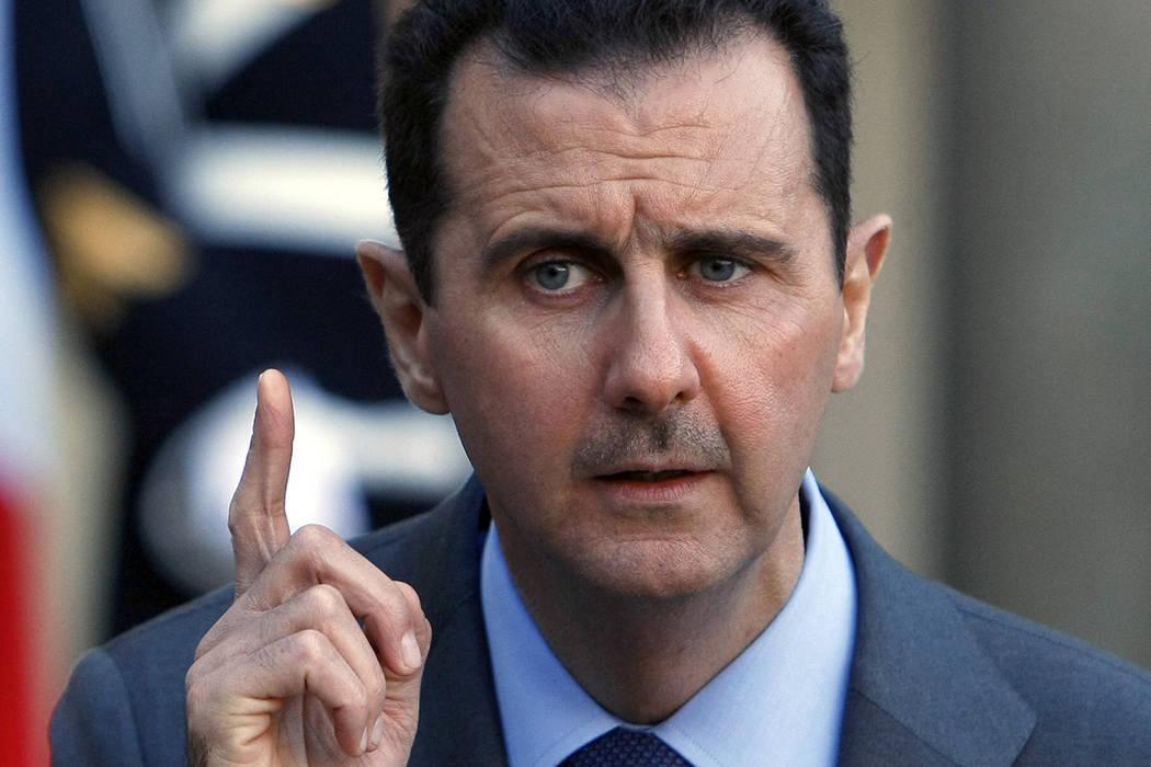 ARCHIVO- El presidente de Siria, Bashar al-Assad, se dirigirá a los periodistas después de su reunión con el presidente francés, Nicolas Sarkozy, en el Palacio del Elíseo, en París, el jueve ...