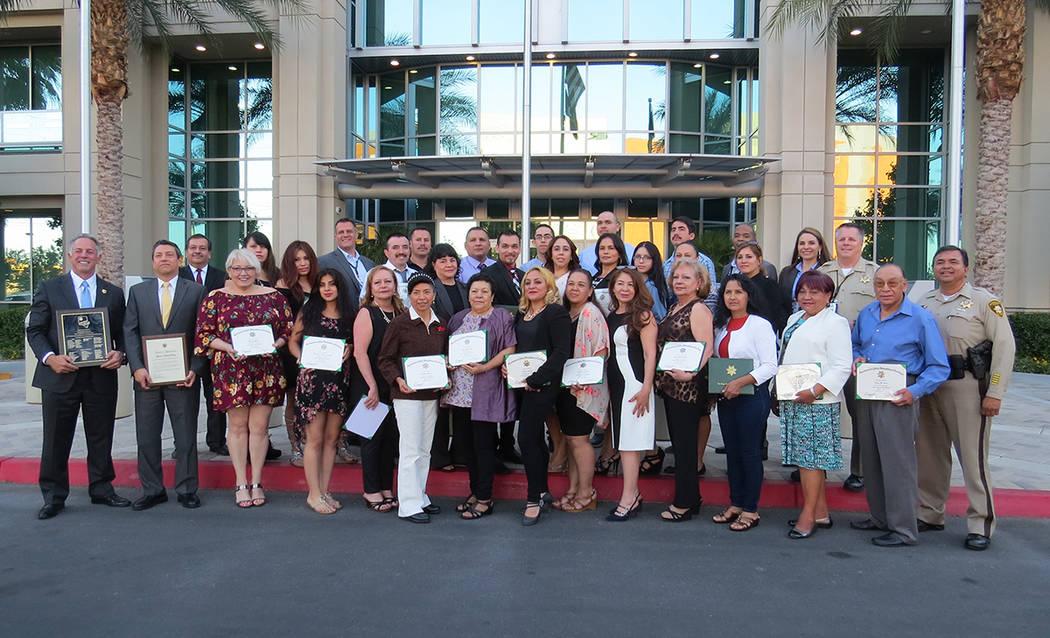 La vigésima generación de la Academia Civil Hispana celebró su graduación. Miércoles 10 de mayo en el edificio de LVMPD. | Foto El Tiempo/Anthony Avellaneda.