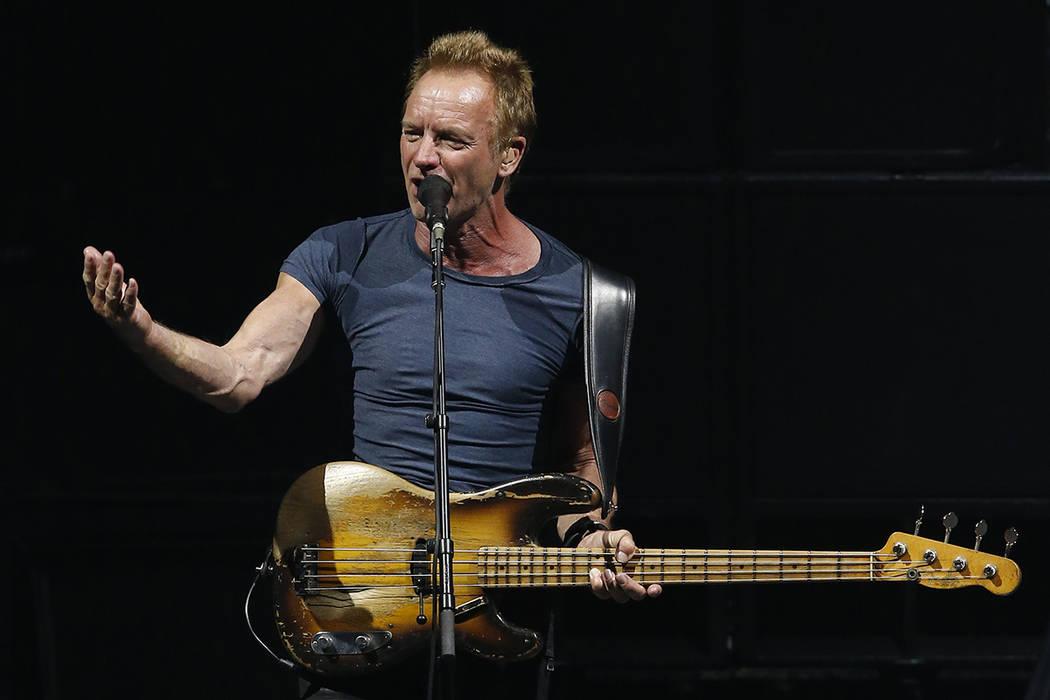 Sting durante su presentación en el Auditorio Nacional de la Ciudad de México, el miércoles 17 de mayo de 2017. | Foto AP/Marco Ugarte.