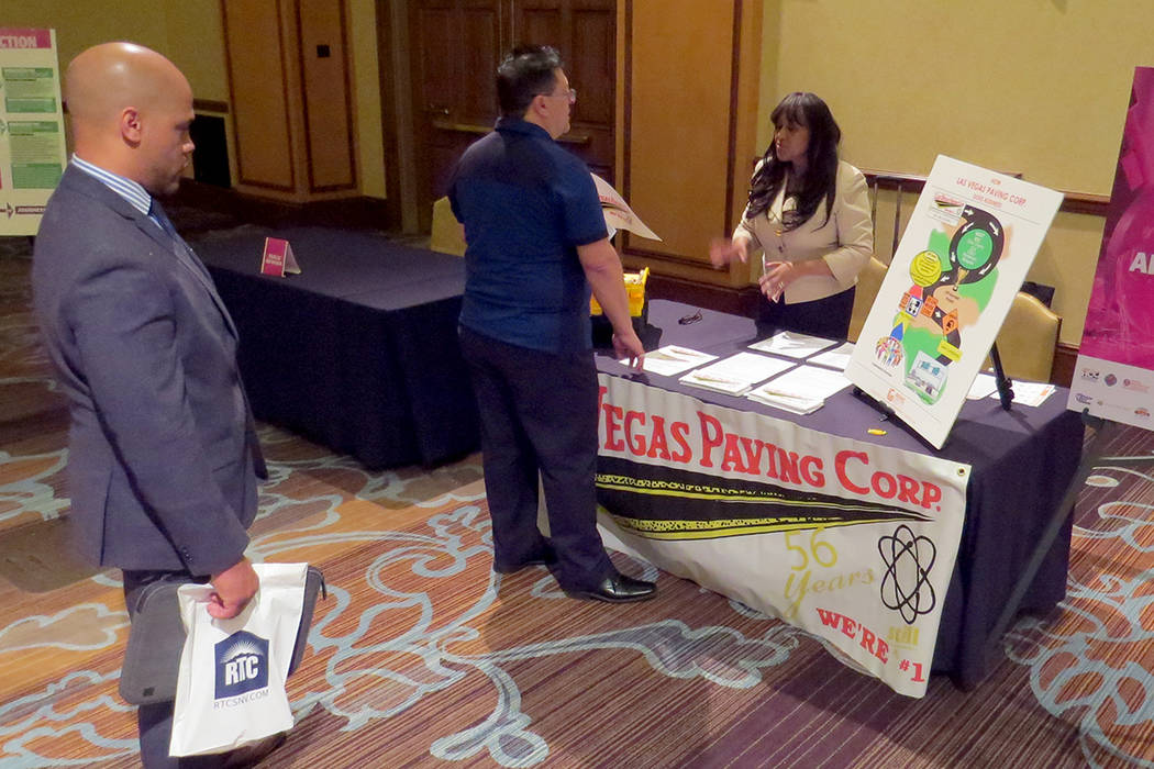 Cerca de 100 personas pudieron recibir información sobre recursos para trabajar y diferentes programas de aprendizaje. Miércoles 17 de mayo en el hotel y casino Texas Station. | Foto El Tiempo/A ...
