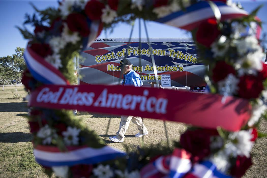 Parque Craig Ranch donde la réplica  de la pared conmemorativa de los veteranos de Vietnam es exhibida por el tributo que viaja de los veteranos americanos el viernes, 19 de mayo de 2017 en la ci ...